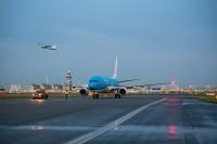 ニュース画像:KLM、31機目の737-800を導入 愛称は「アカハシハジロ」