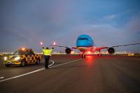 ニュース画像:KLM、4機目の787-10が到着 愛称は「スノードロップ」