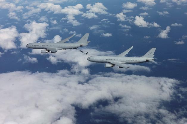 ニュース画像 1枚目:2015年5月に初めて実施されたRAAF KC-30A同士の空中給油。エアバスが開発したフライング・ブームを使用。