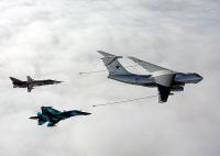 ニュース画像:ロシア海軍、Su-30MとSu-24MがIL-78と空中給油訓練