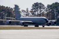 ニュース画像:横田基地にKC-135空中給油機が着陸、東京都など協議会が口頭要請