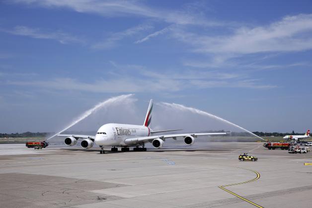 ニュース画像 1枚目:デュッセルドルフに到着したA380 「A6-EOB」