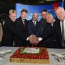 ニュース画像 4枚目:A380就航でケーキカット