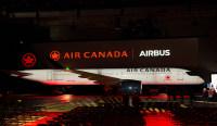 ニュース画像:エア・カナダ、初のA220-300を本社で公開 定期便にも投入