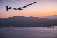 ニュース画像:ソーラー・インパルス2、117時間52分の大飛行でハワイに到着