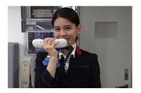 ニュース画像:JTA、「おもてなし講座」を販売 制服を着用した機内サービス実習