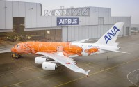 ニュース画像:エアバス、A380オレンジFLYING HONUをロールアウト