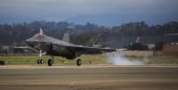ニュース画像:アメリカ海兵隊初のF-35C、ミラマーに到着