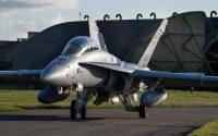 ニュース画像:スイス空軍、F/A-18が飛行制限解除 イギリスで夜間飛行訓練実施