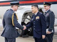ニュース画像:空自の丸茂幕僚長、英空母と空軍基地を訪問 F-35Bの運用を視察