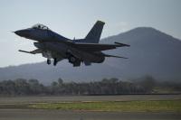 ニュース画像:35FWのF-16、三沢基地で1月30日にデモフライト訓練