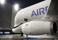 ニュース画像:クジラの輸送機ベルーガXL、A350の輸送を高速化 エアバスも笑顔