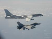 中国のH-6爆撃機など、台湾海峡の中間線越え 2日連続の訓練飛行での画像