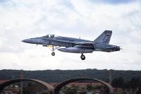 ニュース画像 3枚目:アンダーセン空軍基地に到着したRAAF F/A-18ホーネット