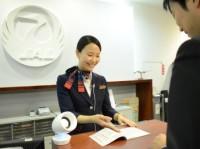 ニュース画像:JAL、有楽町のカウンターで会話支援機器を活用し接客トライアル