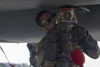 ニュース画像 3枚目:整備中隊がF-15Cに給油