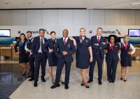 ニュース画像:アメリカン航空、5万人以上のスタッフが新ユニフォームの着用を開始