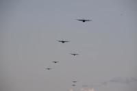 ニュース画像 2枚目:キャンプ富士を飛行するC-130J
