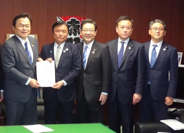 ニュース画像 1枚目:北九州空港の滑走路延伸に係る要望を提出