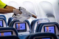 ニュース画像:デルタ航空、新型ウイルス対策で機内清掃強化 霧状の消毒液を散布