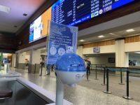 ニュース画像:ハワイの空港、手指消毒用ディスペンサーを追加で250台設置