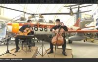 ニュース画像:所沢航空発祥記念館の展示機をバックに演奏 3月20日にNHKで放送
