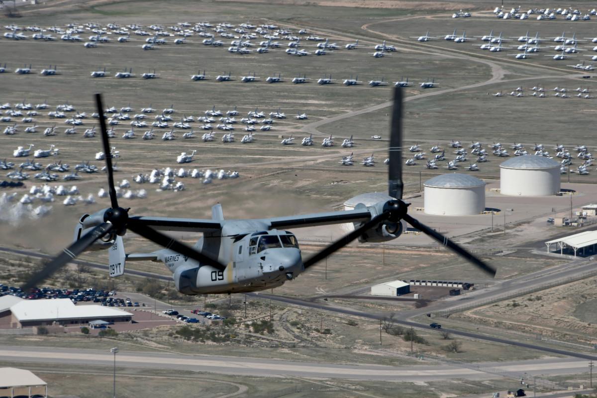 ニュース画像 1枚目:デビスモンサン空軍基地の上空を飛行するMV-22B