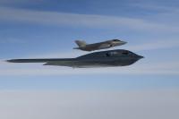 ニュース画像:アメリカ空軍B-2Aとオランダ空軍F-35A、北海上空で統合訓練