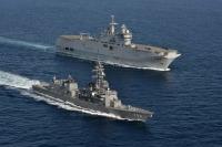 ニュース画像:護衛艦「はるさめ」、フランス海軍「ミストラル」と海賊対処共同訓練