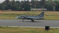 インド空軍戦闘機テジャス、完全運用能力を持つ量産機が初飛行  の画像