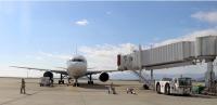 ニュース画像:新明和工業、ボタン1つで航空機に搭乗橋を装着できるシステムを開発
