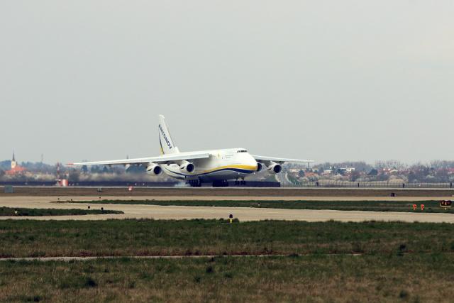 ニュース画像 1枚目:An-124-100Mの着陸