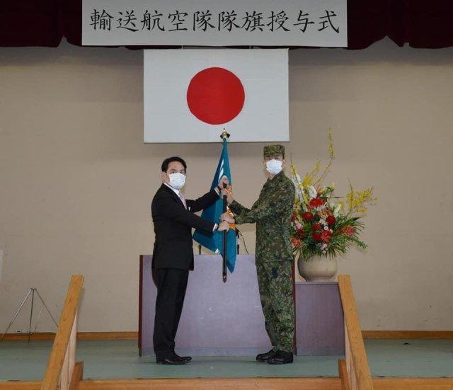 ニュース画像 1枚目:第1ヘリコプター団輸送航空隊、隊旗授与式
