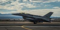 ニュース画像:イラク空軍のF-16D、アリゾナ州ツーソンに到着