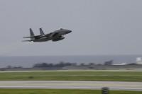 嘉手納基地、イーグルが離陸の画像