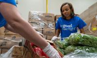 ニュース画像:アメリカン航空、フードバンクに8万ポンド以上の食料を提供