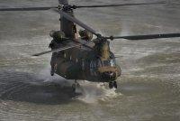 ニュース画像:第1ヘリコプター団、CH-47の操縦特技課程の卒業式