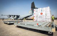 ニュース画像:トルコ空軍A400M、個人用防護具をブライズ・ノートン空軍基地に空輸