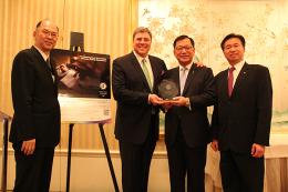 ニュース画像 1枚目:右から2人目がチャイナエアライン林 鵬良(Samuel Lin)社長