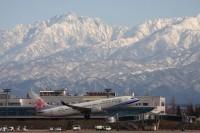 ニュース画像:富山県、富山空港の着陸料・停留料の支払いを半年間猶予