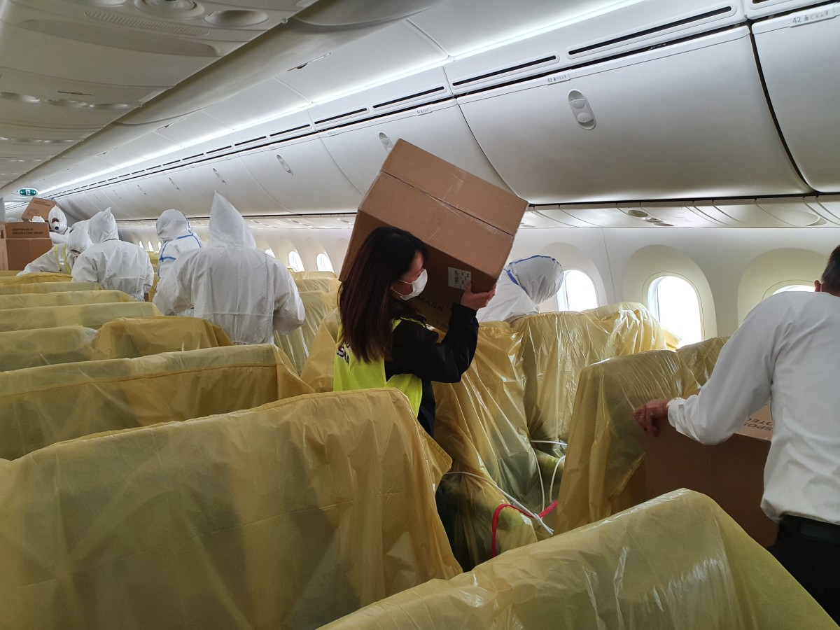 ニュース画像 1枚目:上海発シンガポール着で機内に搭載した客室内の様子