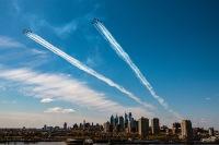 ニュース画像 3枚目:上空を展示したブルーエンジェルズとサンダーバーズ