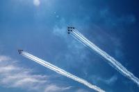 ニュース画像 6枚目:上空を展示したブルーエンジェルズとサンダーバーズ