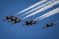 ニュース画像 8枚目:上空を展示したブルーエンジェルズとサンダーバーズ