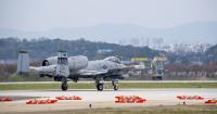 ニュース画像:COVID-19パンデミックの中、韓国を守るA-10C