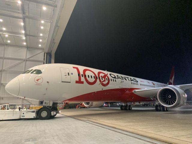 ニュース画像 1枚目:カンタス航空 100周年塗装 787-9