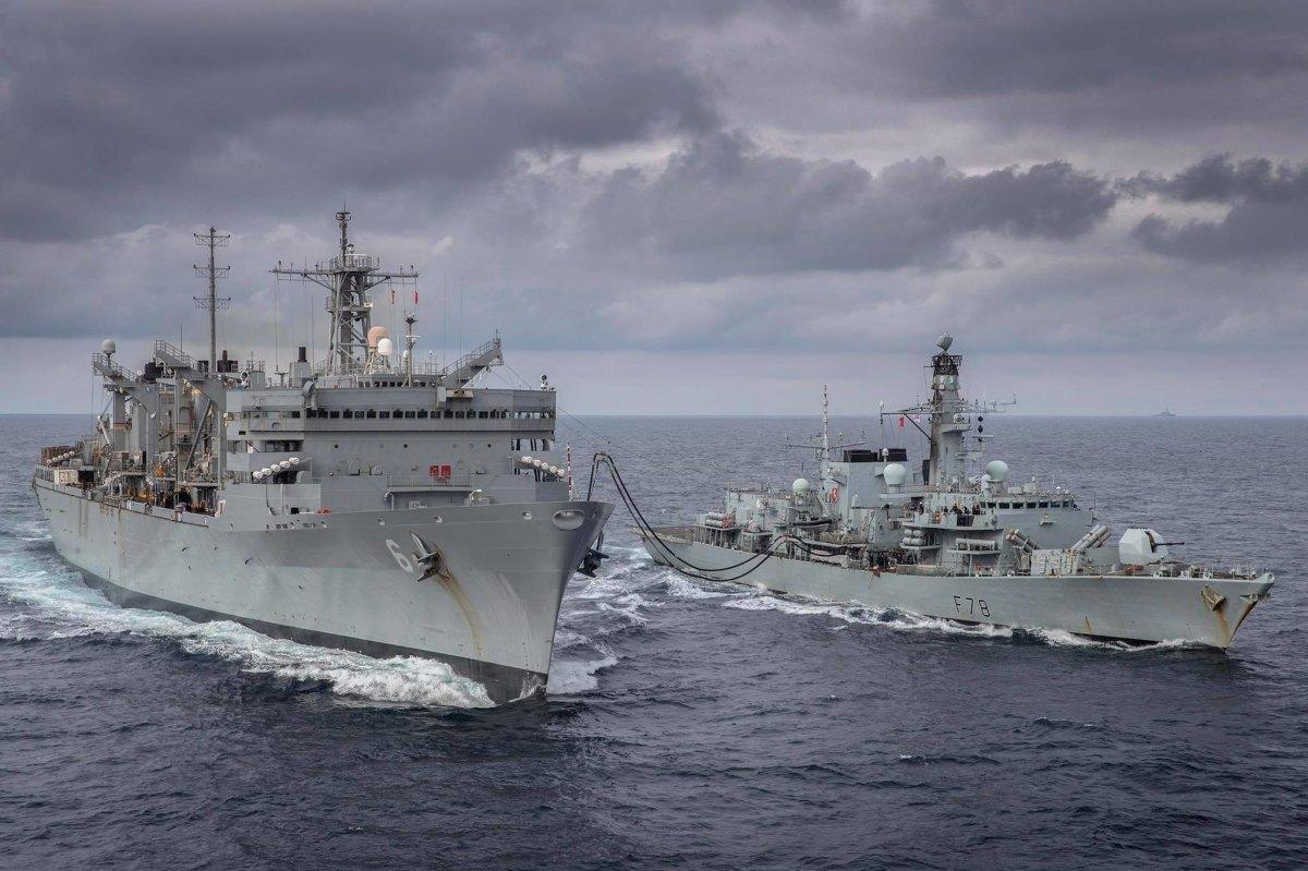 アメリカ海軍とイギリス海軍、北極圏のバレンツ海で共同演習 | FlyTeam ニュース