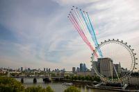 ニュース画像:レッドアローズ、VEデーにあわせロンドン上空を展示飛行