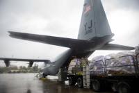 ニュース画像:横田基地C-130J、定期旅客便に代わり郵便物を三沢に空輸