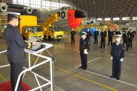 ニュース画像:海上自衛隊岩国航空基地、航空士機上救助課程の修業証書授与式を開催